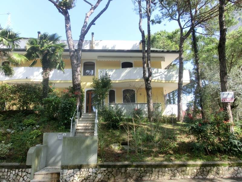 Quadrilocale in Viale Dei Fiori 4, Lignano Pineta, Lignano Sabbiadoro