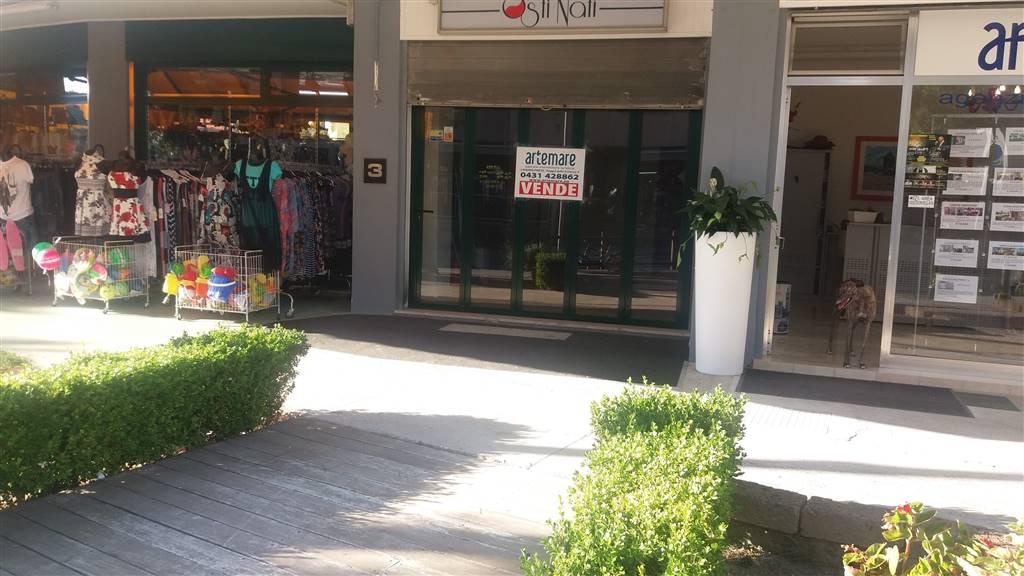 Negozio / Locale in affitto a Lignano Sabbiadoro, 2 locali, zona Zona: Lignano Pineta, Trattative riservate | CambioCasa.it