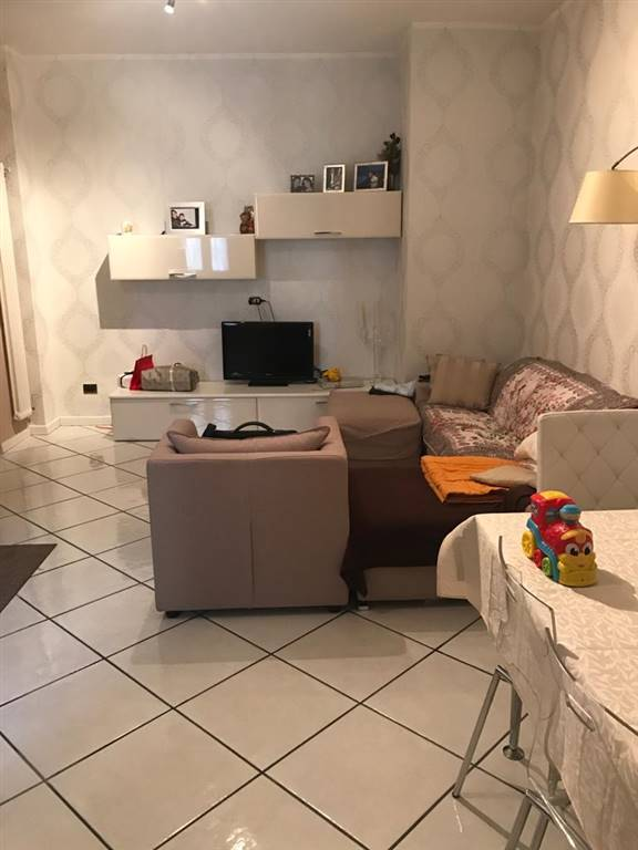 CENTRO STORICO, SALERNO, Apartment for rent of 60 Sq. mt., Excellent Condition, Heating Individual heating system, Energetic class: G, placed at 5°,