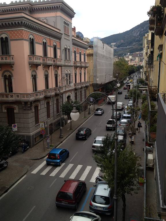 CENTRO, SALERNO, Apartment for rent of 120 Sq. mt., Excellent Condition, Heating Individual heating system, Energetic class: G, placed at 2°,