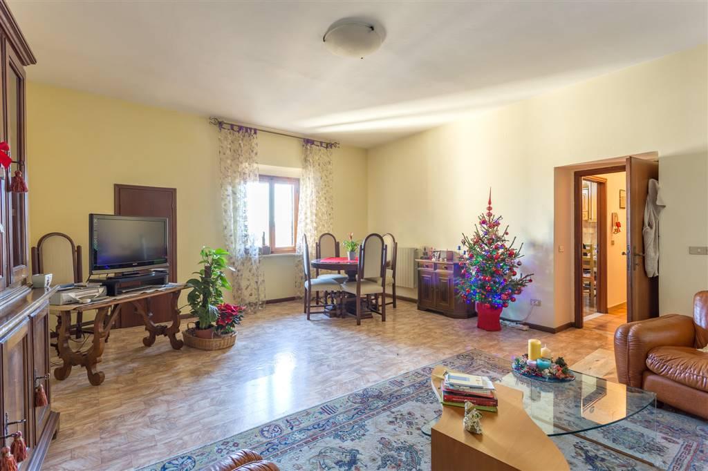 SIGNA, Appartement des vendre de 71 Mq, Chauffage Autonome, Classe Énergétique: G, par terre 2°, composé par: 3 Locals, Cuisine indépendante, , 2