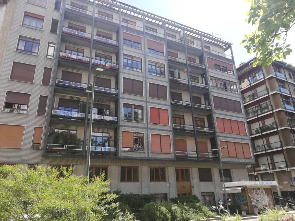 MONFORTE, MILANO, Ufficio in affitto di 95 Mq, Buone condizioni, Riscaldamento Centralizzato, Classe energetica: F, Epi: 64,41 kwh/m3 anno, posto al