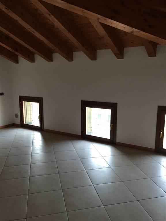 Villa a schiera, Borgo Chiesanuova, Mantova, in ottime condizioni