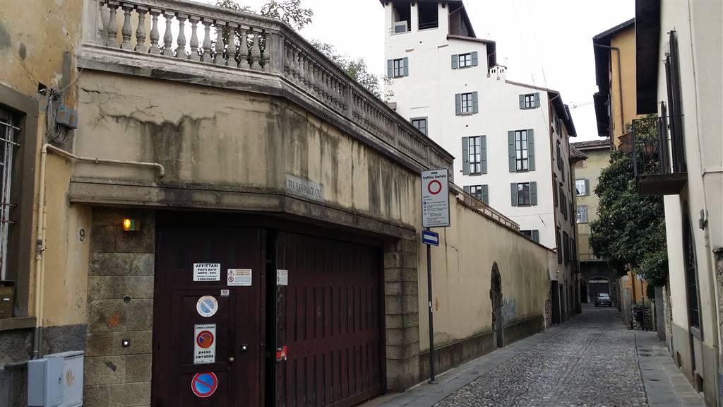 parcheggio in silos abbonamento