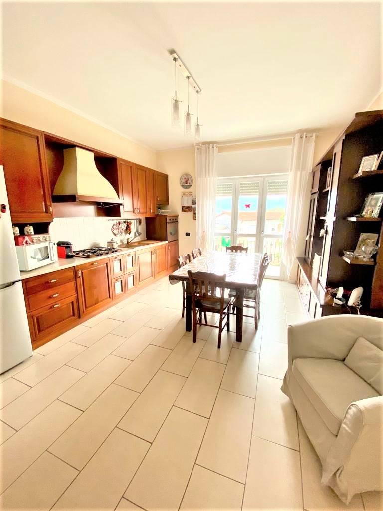 Appartamento in vendita a Ranica, 3 locali, prezzo € 120.000 | CambioCasa.it