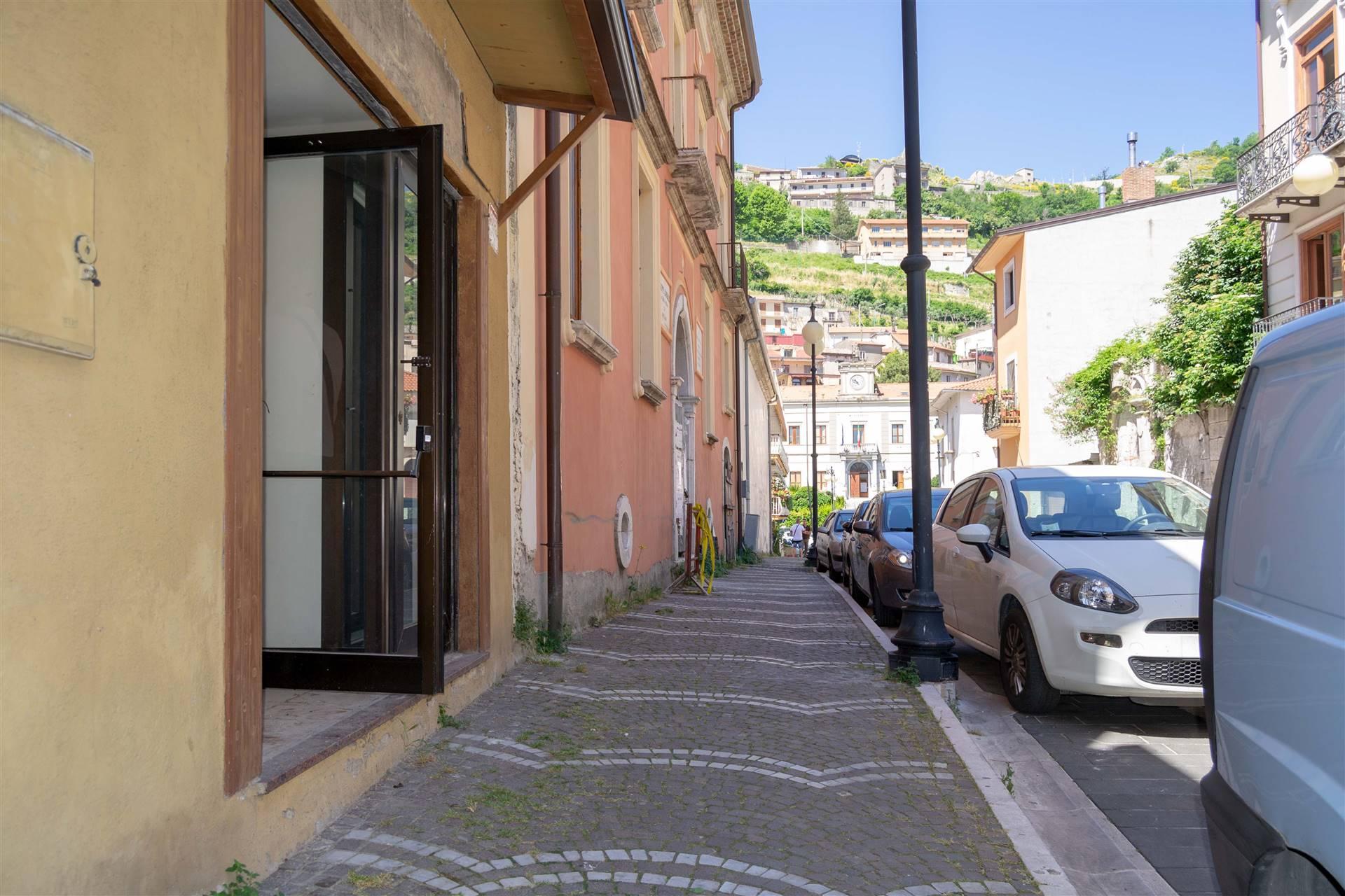 Immobile Commerciale in affitto a Mercogliano, 2 locali, prezzo € 350 | CambioCasa.it