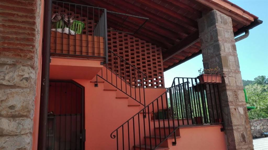Rustico casale residenziale in  vendita a IL FERRONE › GREVE IN CHIANTI (FI)