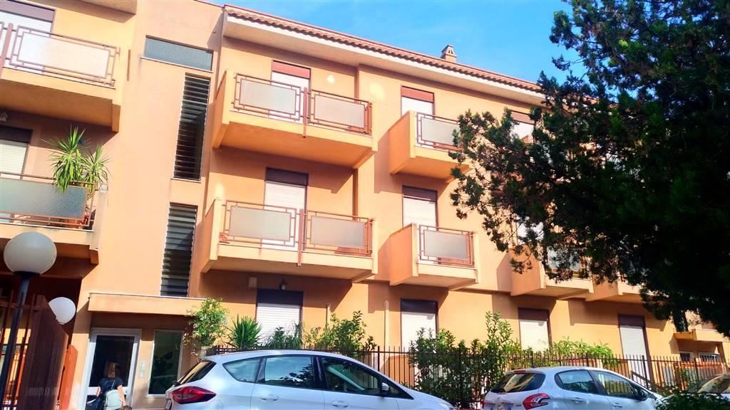 CRUILLAS, PALERMO, Apartment for sale of 110 Sq. mt., Good condition, Energetic class: G, Epi: 167 kwh/m2 year, placed at 2° on 2, composed by: 4