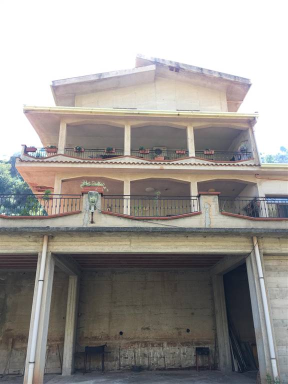 BELMONTE MEZZAGNO, Villa for sale of 536 Sq. mt., Restored, Heating Individual heating system, Energetic class: G, Epi: 130 kwh/m2 year, placed at