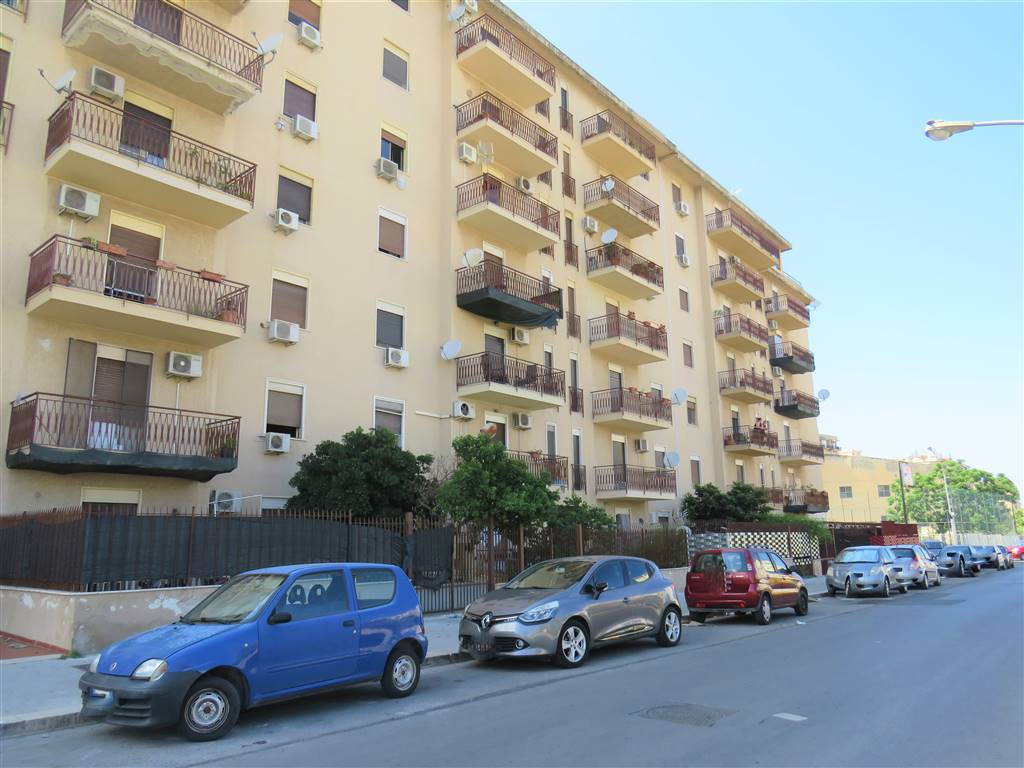 CORSO DEI MILLE, PALERMO, Apartment for sale of 110 Sq. mt., Energetic class: G, Epi: 167 kwh/m2 year, placed at 5° on 6, composed by: 4 Rooms,