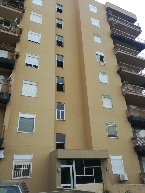 CORSO DEI MILLE, PALERMO, Appartamento in affitto di 100 Mq, Abitabile, Riscaldamento Inesistente, Classe energetica: G, Epi: 187 kwh/m2 anno, posto