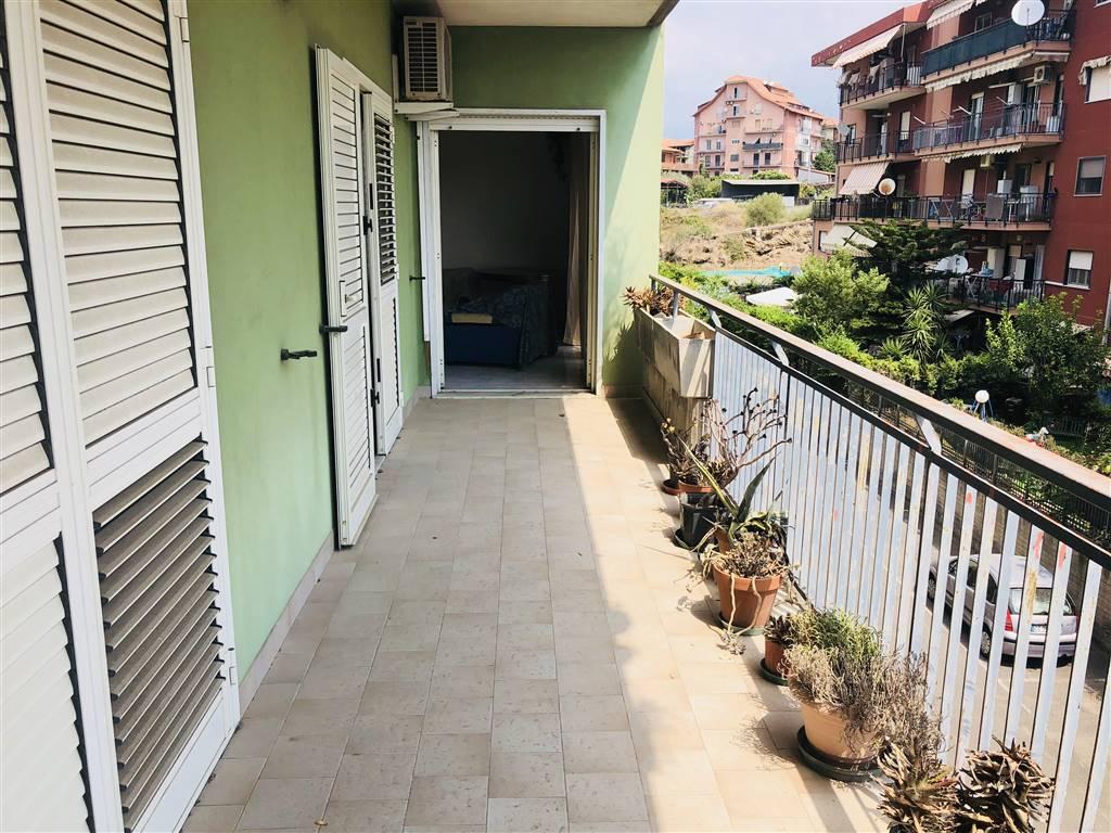 Appartamento in Viale Benedetto Croce, Catania