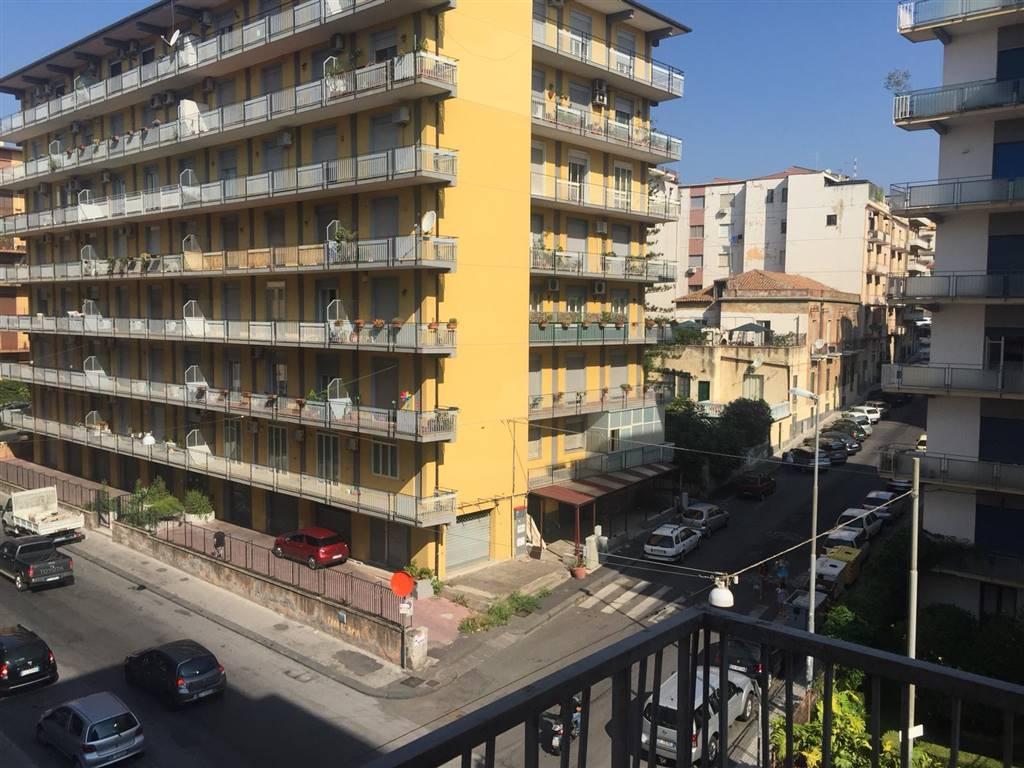 Trilocale in Via Eleonora D'angiò, Catania