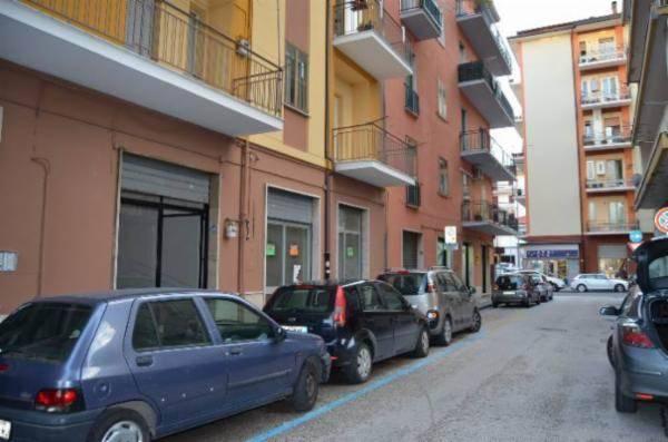 Negozio, Via Piave, Avellino, ristrutturato