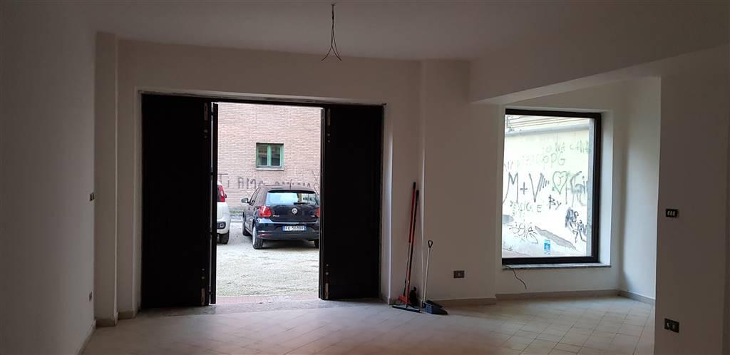 Negozio in Via Chiesa Conservatorio, Centro Storico, Avellino
