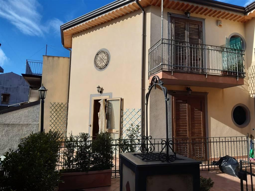 Villa a schiera, Nicolosi, in ottime condizioni