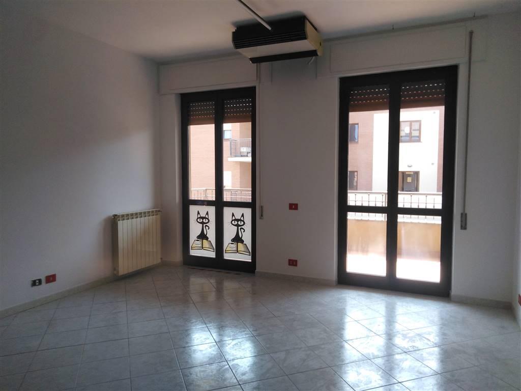Appartamento in affitto a Viterbo, 5 locali, zona Località: GARBINI, prezzo € 800 | PortaleAgenzieImmobiliari.it