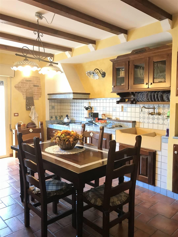 Appartamento in vendita a Monreale, 5 locali, zona Zona: Aquino, prezzo € 195.000   CambioCasa.it