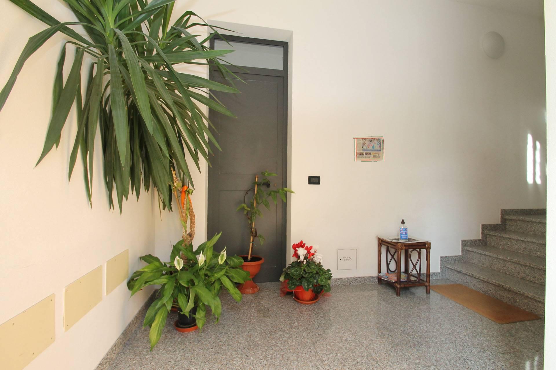 R44-ingresso condominio