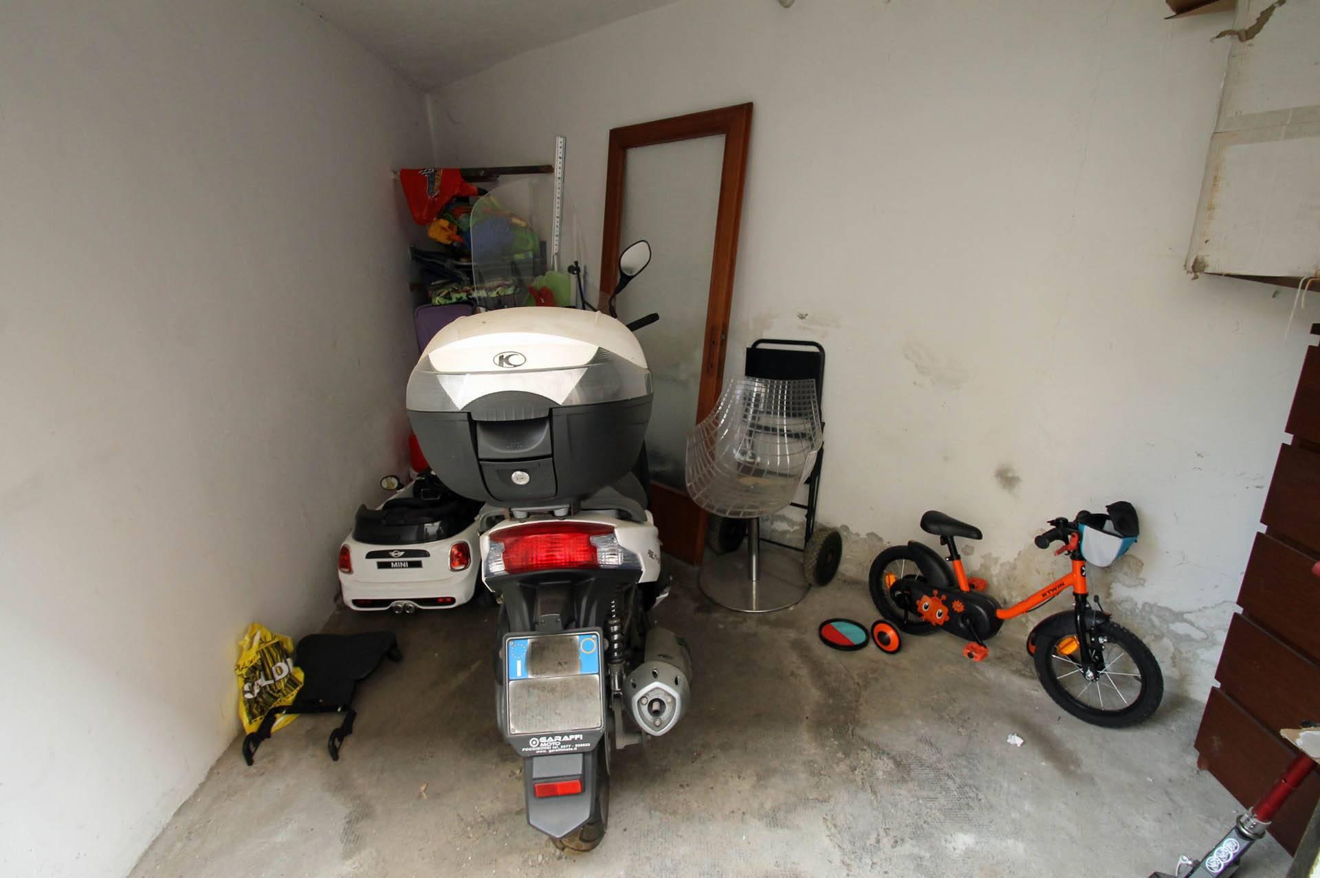 R/46-garage