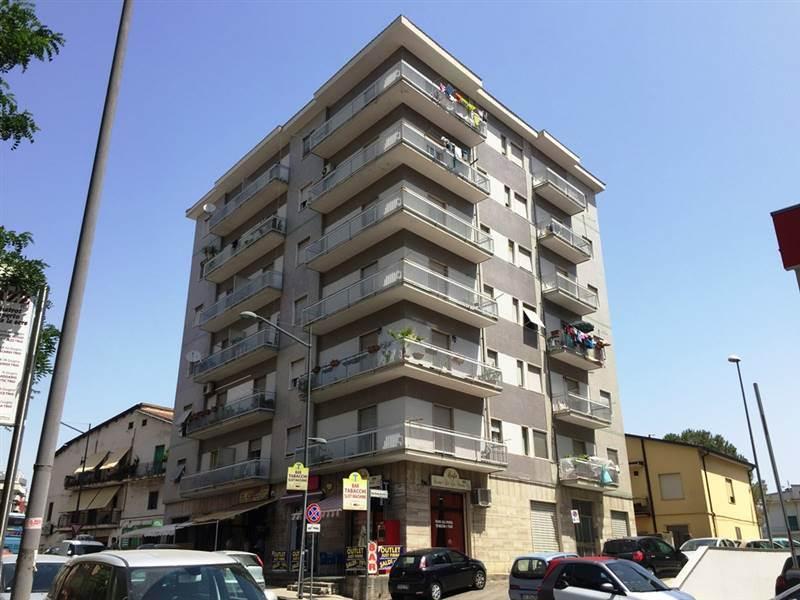 REPUBBLICA, COSENZA, Appartamento in vendita di 110 Mq, Seminuovo, Riscaldamento Autonomo, Classe energetica: F, posto al piano 3° su 6, composto da: