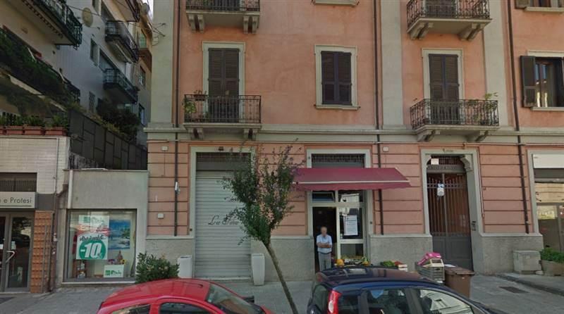 Locale commerciale in Via Isonzo, Cosenza