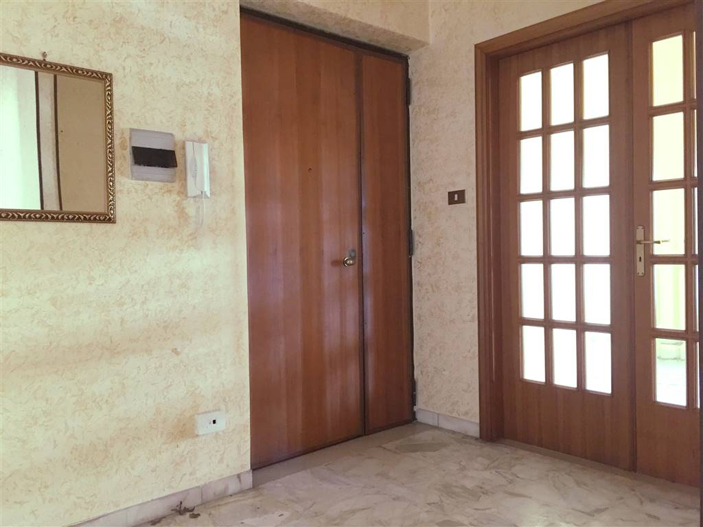 LORETO, COSENZA, Apartment for sale of 150 Sq. mt., Almost new, Heating Individual heating system, Energetic class: F, placed at 4° on 6, composed
