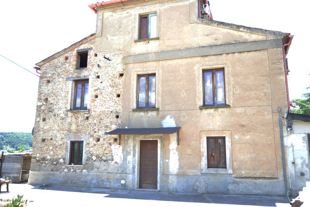 SANTA MARIA LA CASTAGNA, MONTALTO UFFUGO, Doppelhaus zu verkaufen von 277 Qm, Gutem, Heizung Unabhaengig, Energie-klasse: G, am boden Land auf 3,