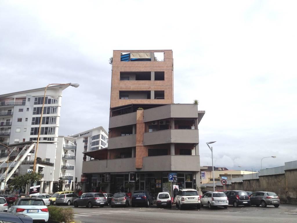 VIA PANEBIANCO, COSENZA, Appartamento in affitto di 140 Mq, Ottime condizioni, Riscaldamento Autonomo, Classe energetica: D, posto al piano 4° su 6,
