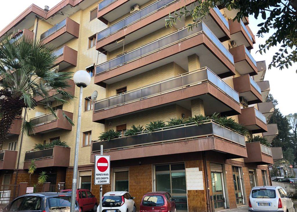 CITTÀ 2000, COSENZA, Office for rent of 60 Sq. mt., Heating Individual heating system, Energetic class: G, placed at Raised on 6, composed by: 2