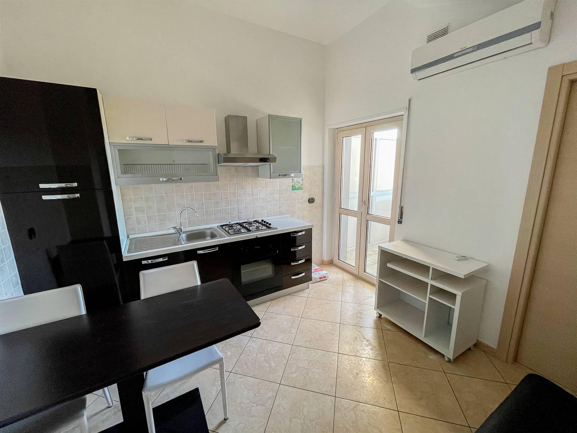 QUATTROMIGLIA, RENDE, Wohnung zur miete von 75 Qm, Halbneu, Heizung Unabhaengig, Energie-klasse: B, am boden 6° auf 6, zusammengestellt von: 4 Raume,