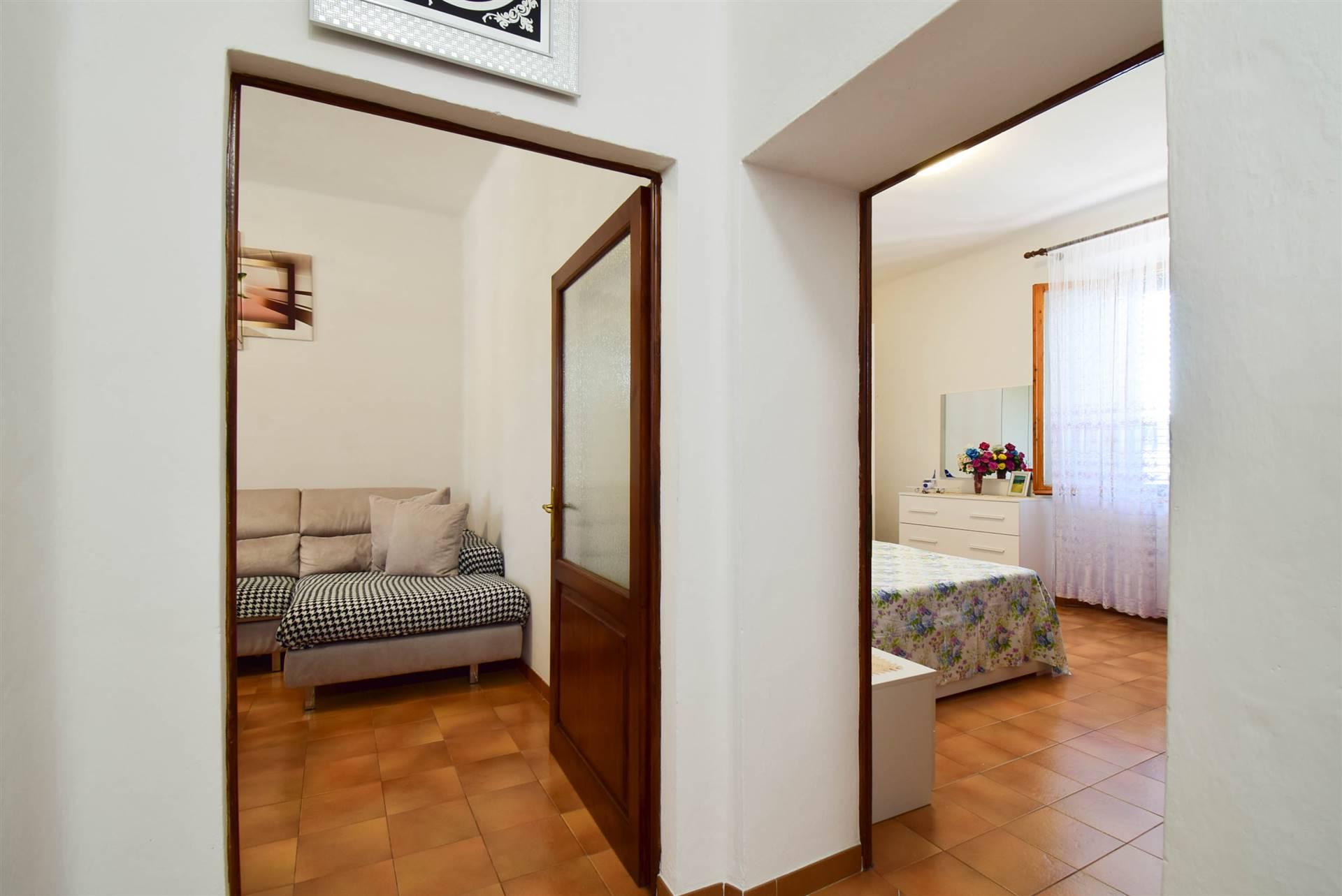 Vista soggiorno e camera