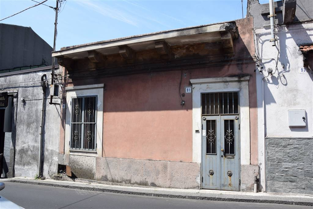 Casa singola, Gravina Di Catania, da ristrutturare