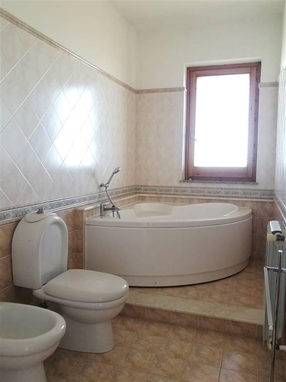 bagno in camera con vasca