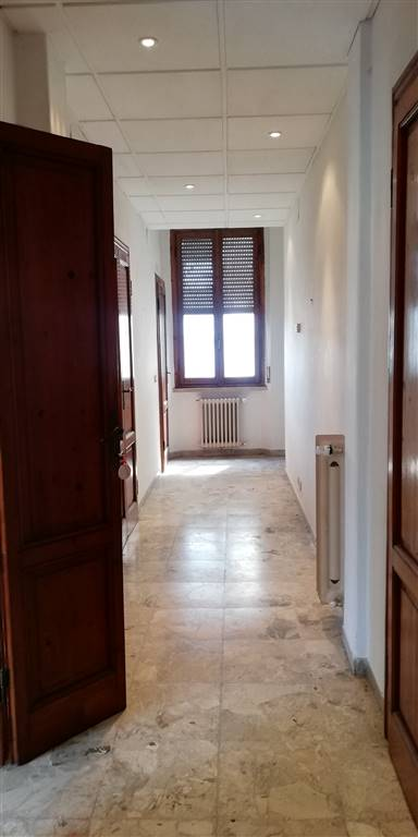 PORTA ROMANA, FIRENZE, Office for rent of 140 Sq. mt., Good condition, Heating Individual heating system, Energetic class: G, placed at 1°, composed