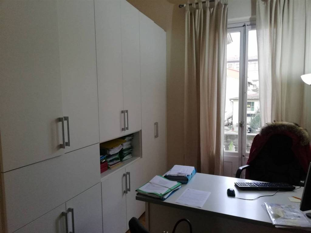 MAZZINI, FIRENZE, Office for rent of 30 Sq. mt., Energetic class: G, composed by: 1 Room, 1 Bathroom, Price: € 550