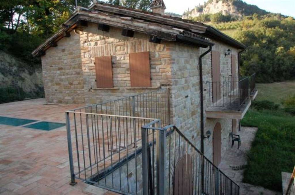 Country House in Montefalcone Appennino FM