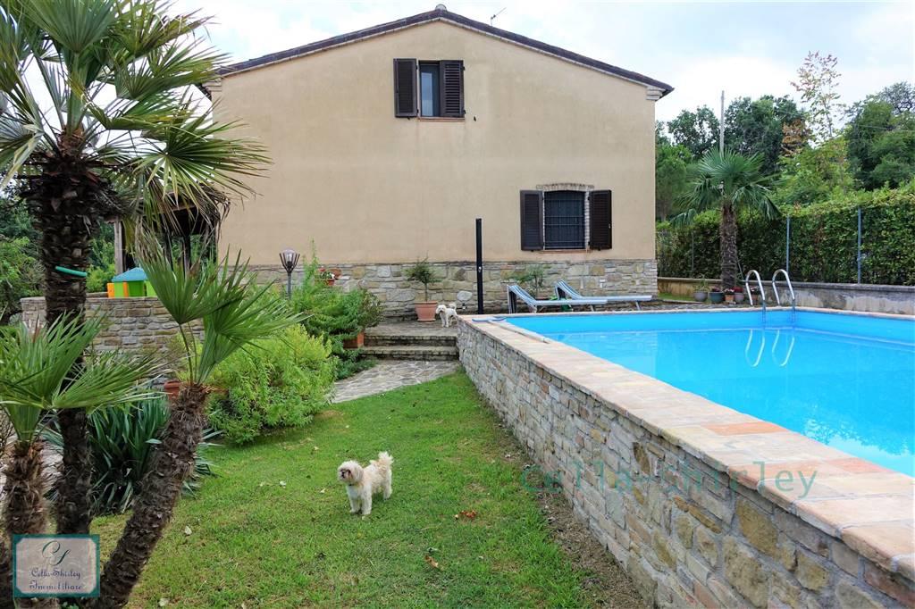 Villa a Camporotondo Di Fiastrone MC