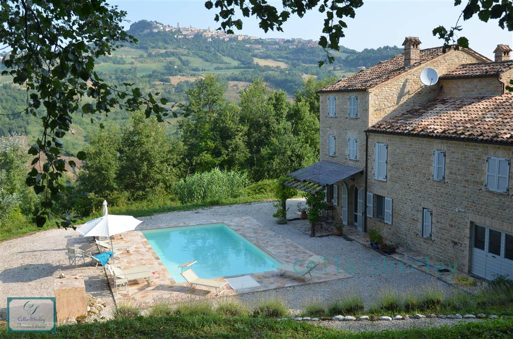 Villa a Monte San Martino MC