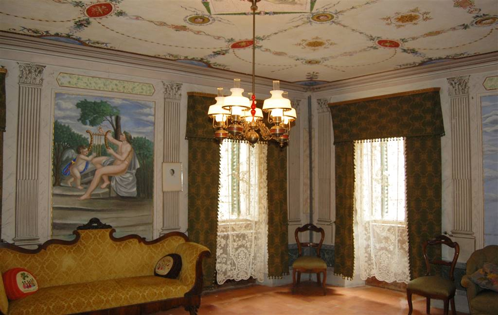 Palazzo in Via Del Girone 15, Montedinove