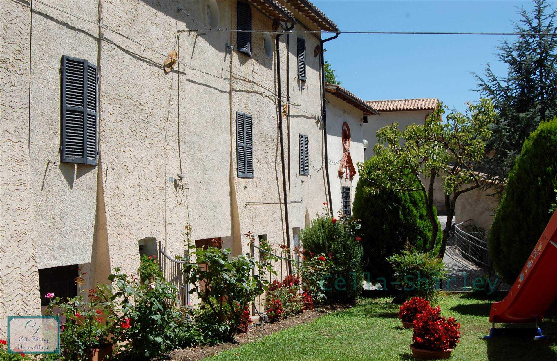 Palazzo in Pieve Torina MC