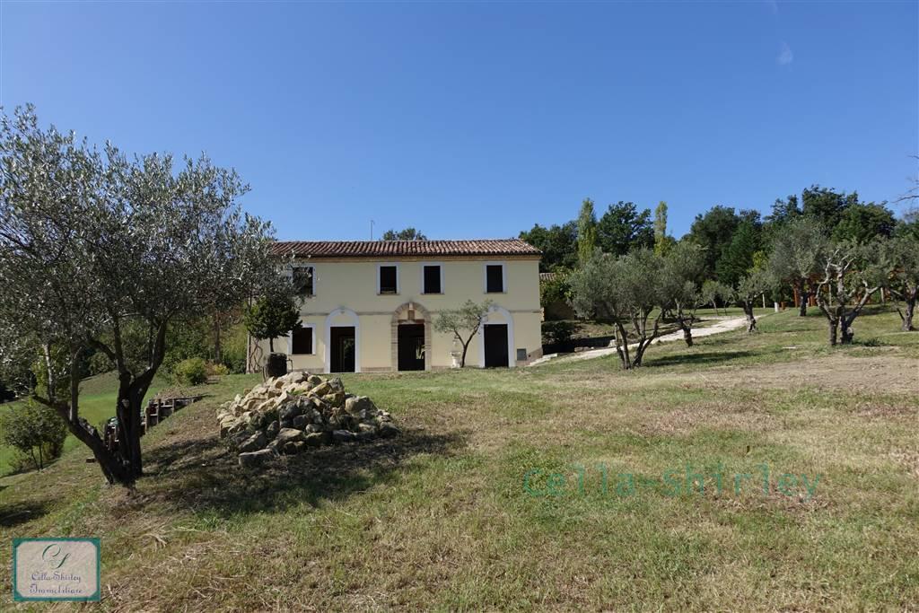 Villa in Camporotondo Di Fiastrone MC