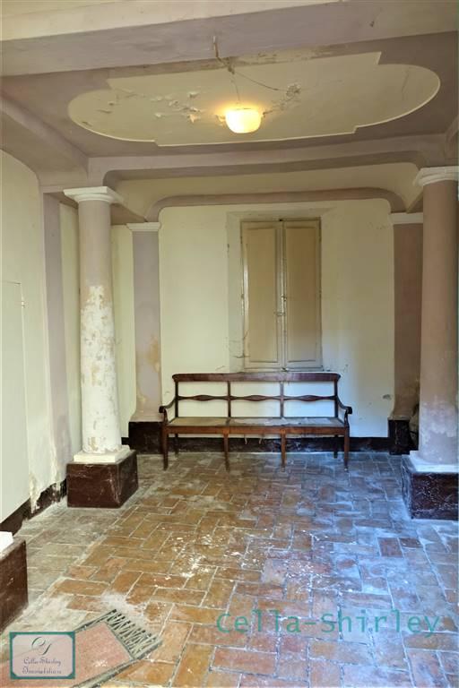 Palazzo in Poggio San Marcello AN