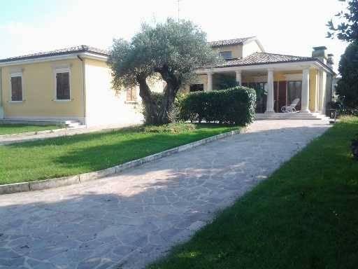 Villa in Via C. Prampolini 58, Collecchio