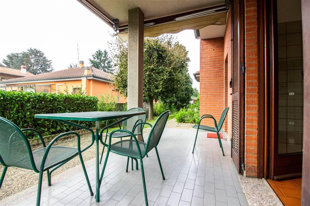 Villa in Via Manzoni  8, Vedano Al Lambro