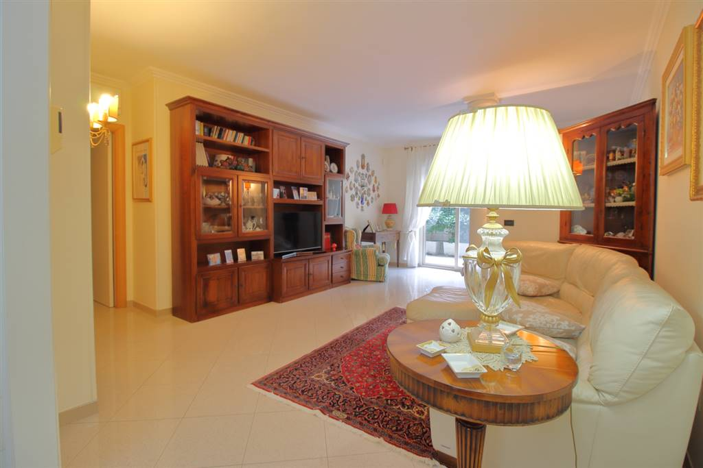MONOPOLI, Apartment for sale of 140 Sq. mt., Excellent Condition, Heating Individual heating system, Energetic class: G, Epi: 165 kwh/m2 year, placed