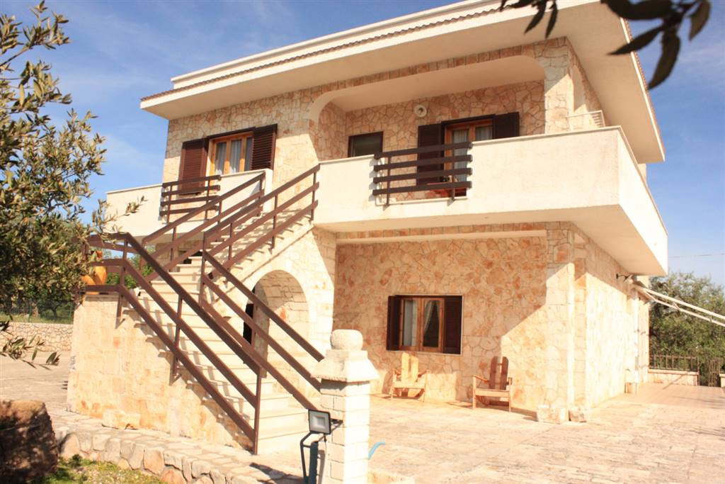 GORGOFREDDO, MONOPOLI, Villa for sale of 250 Sq. mt., Good condition, Heating Individual heating system, Energetic class: G, Epi: 119 kwh/m2 year, placed at 2° on 2, composed by: 9 Rooms, Little