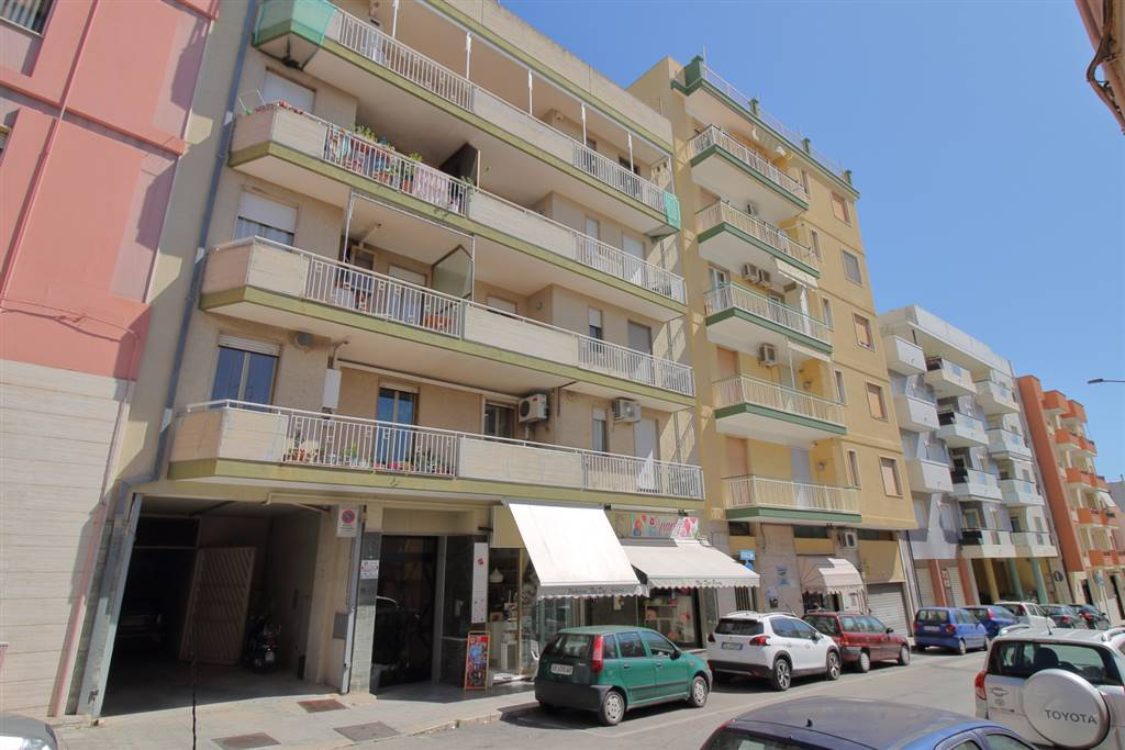 MONOPOLI, Apartment for sale of 115 Sq. mt., Habitable, Heating Individual heating system, Energetic class: G, Epi: 165 kwh/m2 year, placed at 2°, composed by: 4 Rooms, Separate kitchen, 3 Bedrooms,