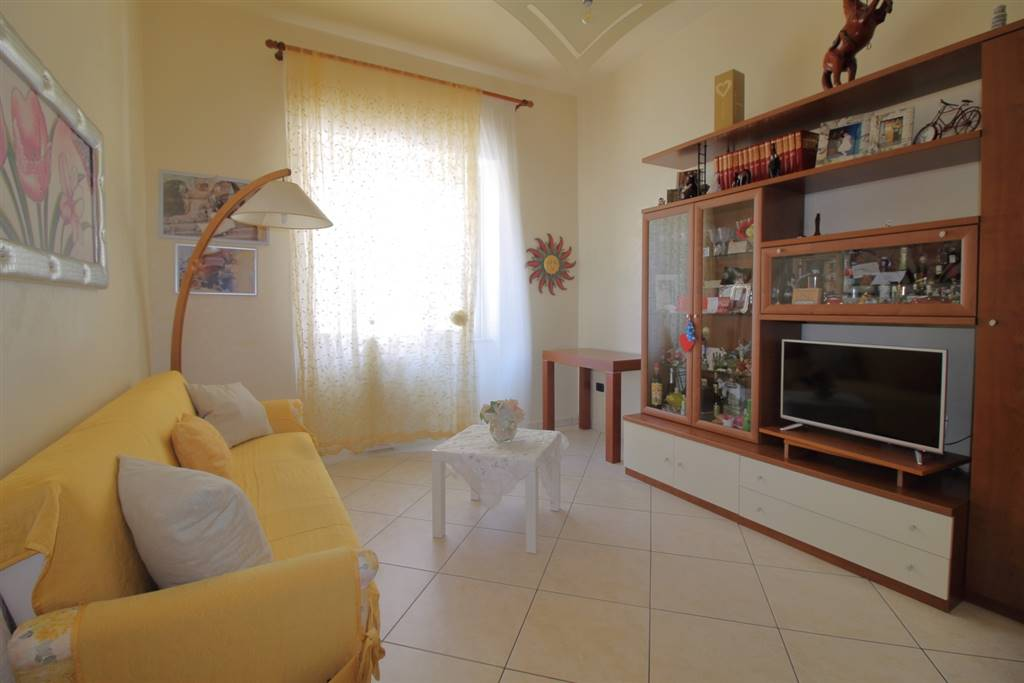 MONOPOLI, Semi detached house for sale of 90 Sq. mt., Excellent Condition, Heating Individual heating system, Energetic class: G, Epi: 165 kwh/m2 year, placed at Raised on 1, composed by: 3 Rooms,
