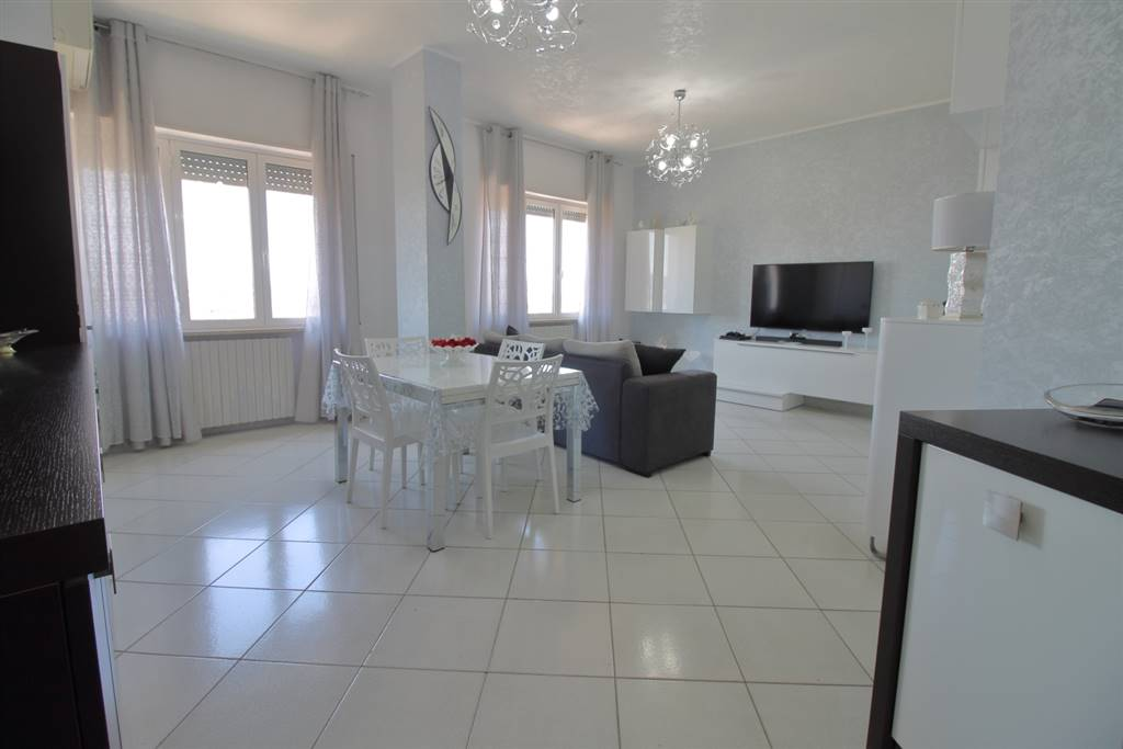MONOPOLI, Apartment for sale of 88 Sq. mt., Good condition, Heating Individual heating system, Energetic class: G, Epi: 165 kwh/m2 year, placed at 6° on 6, composed by: 3 Rooms, Show cooking, , 2